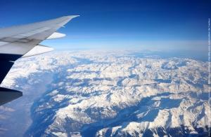 Une photo montrant une partie des alpes sous la neige vue d'avion, cela a une tout autre dimensions vue du ciel !